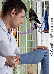 fysiotherapeut, stretching, de, been, van, een, patiënt