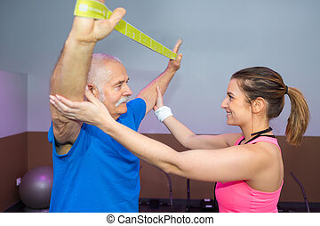 fysiotherapeut, werkende , met, hogere mens, gebruik, riem