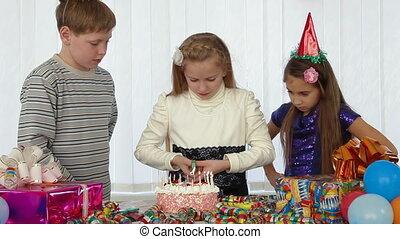 gâteau, bougies, anniversaire, éclairage, enfants
