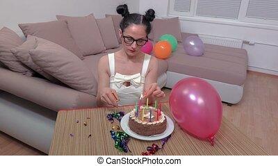 gâteau, bougies, femme, anniversaire, lumières