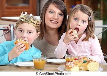 gâteau, manger, filles, mère
