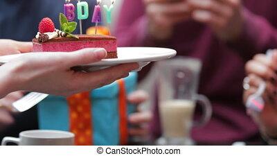 gâteau, partage, anniversaire