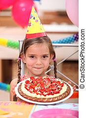 gâteau, portrait, peu, fille anniversaire