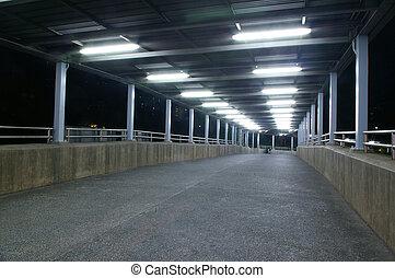 gångbro, om natten, med, ingen