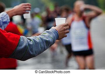 gångmatta, vatten, lopp, ta, maraton