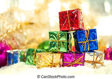 gåvor, julbaubles, snö