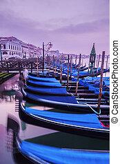 góndolas, venecia, salida del sol