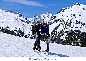 góra, śnieg, tulenie, top., pokryty, przyjaciele, szczęśliwy