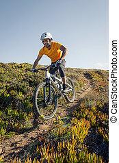 góra biker, jeżdżenie, ciągnąć, brud