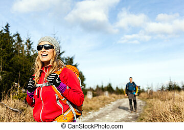 góra, pieszy, para hiking, ciągnąć