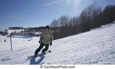 góra, snowboarder, jazda, słoneczny, uciekanie się, cieszący...