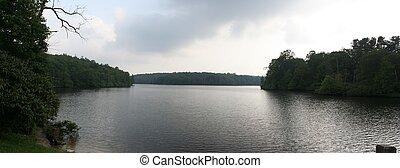 górskie jezioro, panorama