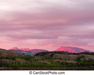 góry, lekki, jarzący się, oddalony, zachód słońca, yukon