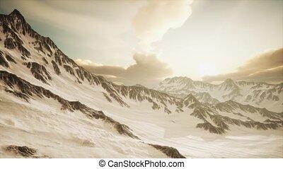 góry, szczyty, zachód słońca, promienie