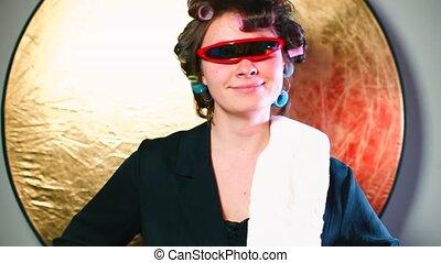 głowa, jej, curlers, okulary, radosny, gospodyni, oczy