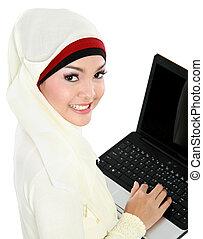 głowa, kobieta, laptop, muslim, młody, asian, używając, szalik