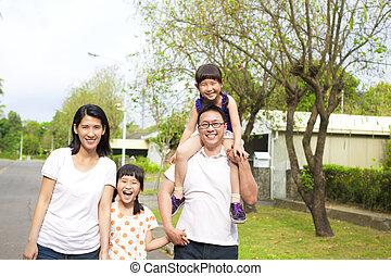 gaan, familie hiking, vrolijke