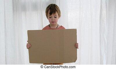 gabarit, feuille, carton, désordre, garçon, tient, espace