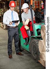 gaffeltruck, chaufför, och, övervakare, hos, lager