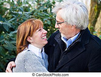 gai, couples aînés, apprécier, paisible, nature