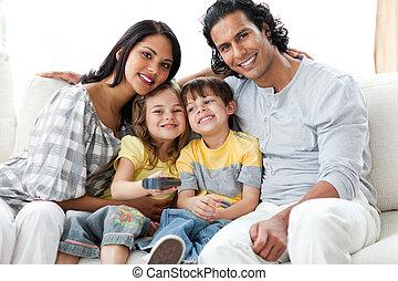 gai, ensemble, famille, télé regarde