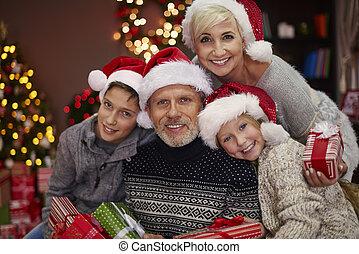 gai, famille, quelques-uns, dons, portrait, noël
