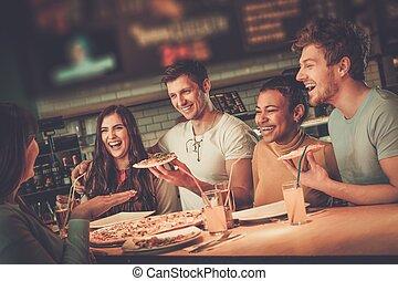 gai, manger, multiracial, pizzeria., amusement, amis, avoir