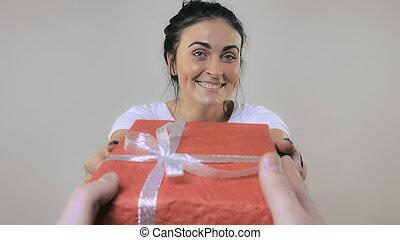 gai, présente, femme, cadeau