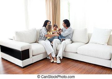 gai, regarder, sofa, tv, famille