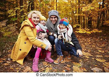 gai, scène, famille, forêt