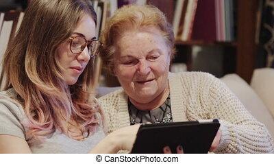 gai, usage, femme, tablette, elle, projection, jeune, grand-mère, comment