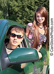 gaio, e, ragazza, automobile