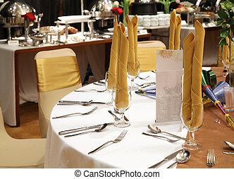 gala dinner table setup