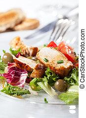 galinha grelhada, closeup, peitos, salada