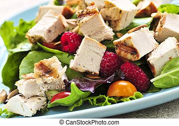 galinha grelhada, salada verde
