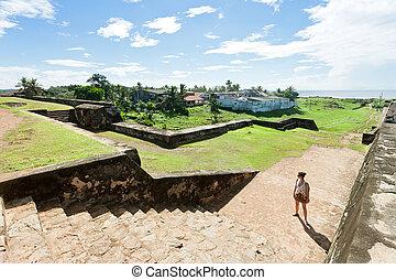 galle, sri lanka, -, a, frauenansehen, vor, einige, historische , mittelalterlich, stadt, wand, treppe, in, galle