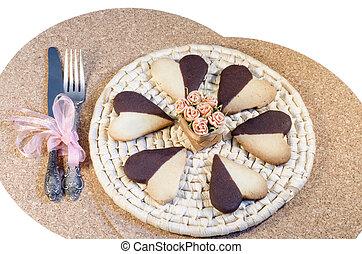 galletas, en forma, de, corazón, en, placa, fondo blanco