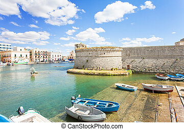 gallipoli, apulia, -, traditionelle , ruderboote, an, der, seehafen, von, gallipoli