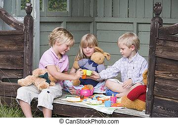 galpão, chá, jovem, três, sorrindo, tocando, crianças