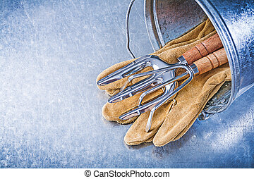 Galvanized bucket metal rake trowel fork leather safety gloves o