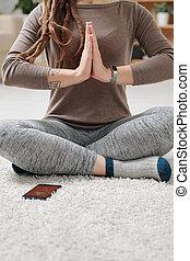 gambe, esercizio tappeto, seduta, durante, attivo, femmina, yoga, attraversato