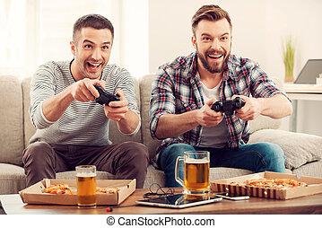 gamers., avide, séance, sofa, hommes, jeune, deux, quoique, jeux visuels, jouer, heureux