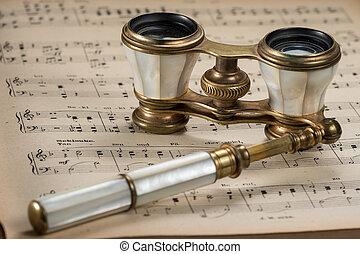 gamle, antik opera glas, liggende, på, musikalsk begavet, regninger