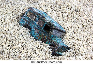 gamle, battered, blå, legetøj vogn, forladt, ind, sand pit
