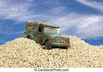 gamle, battered, blå, legetøj vogn, ind, sand pit