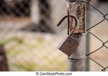 gamle, kæde lås, oppe, rustne, jern låge, lukke