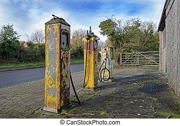 gammal, gas pumpar