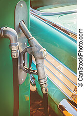 gammal, klassisk bil, drivmedel pumpa, främre del