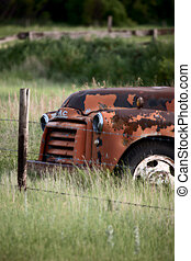 gammal lastbil, övergiven