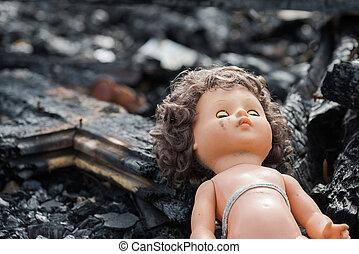 gammal leksak, docka, in, den, midst, av, fördärvar, och, förödelse